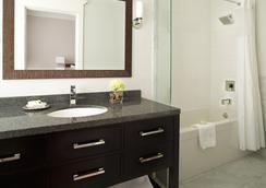 ヴィクトリアン ホテル - バンクーバー - 浴室