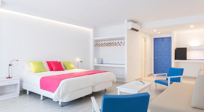 ブルー アパートホテル シー カラ グイヤ マール - Cala Ratjada - 寝室