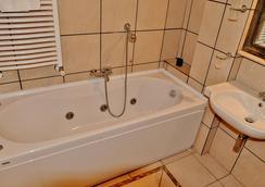 Hotel Rasula Alta - カターニア - 浴室