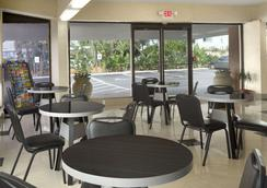 Super 8 Daytona Beach Oceanfront - デイトナ・ビーチ - レストラン
