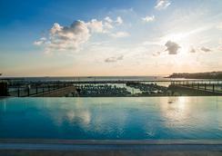 ウィンダム グランド イスタンブール カラムシュ マリーナ ホテル - イスタンブール - プール