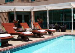 ルネッサンス ロサンゼルス エアポート ホテル - ロサンゼルス - プール