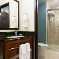 Hyatt Place Charleston Airport Convention Center Bathroom