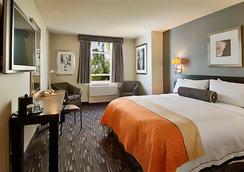 ラマダ プラザ ウェスト ハリウッド ホテル & スイーツ - ウェスト・ハリウッド - 寝室