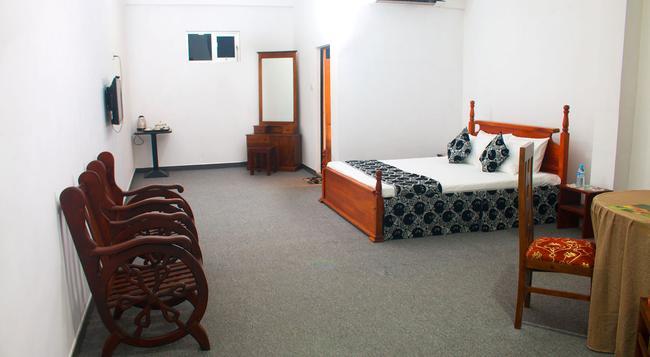 ホワイト パレス - ネゴンボ - 寝室