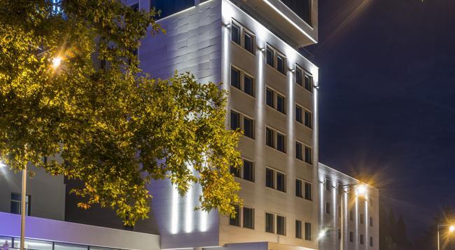ホテル クルナ ゴラ - ポドゴリツァ - 建物