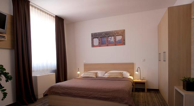 アホテル - リュブリャナ - 寝室