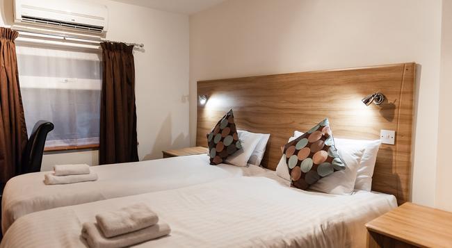 アリンザ ホテル - イルフォード - 寝室