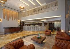 Bizz The Hotel - Rajkot - ロビー