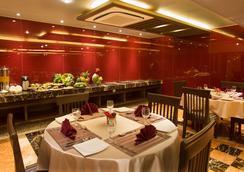 Bizz The Hotel - Rajkot - レストラン