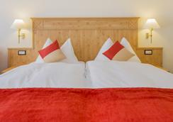 Hotel Täscherhof - Taesch - 寝室