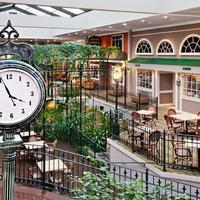 デイズ イン ペンステート Atrium Clock