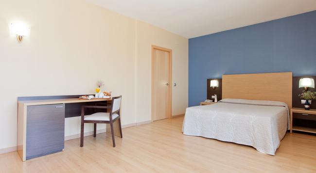 ホテル シンベル - ベニドーム - 寝室