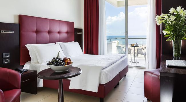 Hotel Terminal Palace & Spa - リミニ - 寝室