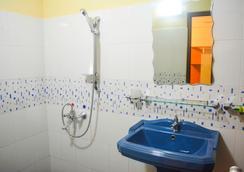 VJ シティホテル - コロンボ - 浴室