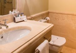 ホテル カーサ デル ポエタ - セビリア - 浴室