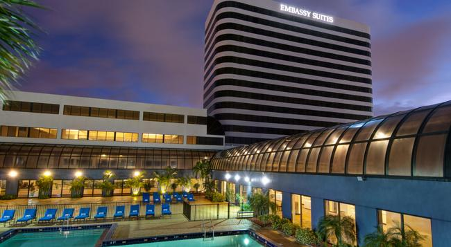Embassy Suites by Hilton West Palm Beach Central - ウェストパームビーチ - 建物