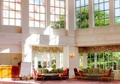 Disneyland Hotel - シェシー - ロビー