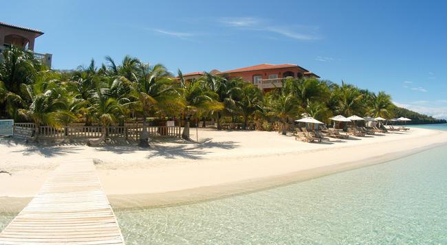 Infinity Bay Spa & Beach Resort - ロアタン島 - 建物